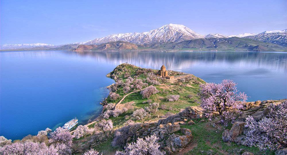 Lâu đài khổng lồ nằm dưới đáy hồ hàng nghìn năm mà không ai biết-2