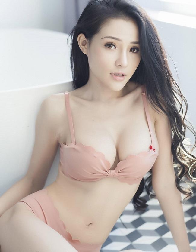Sau khi ăn kiêng để eo bé 54cm, Ngân 98 được báo Trung gọi là nữ thần-1