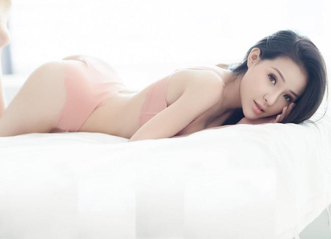 Sau khi ăn kiêng để eo bé 54cm, Ngân 98 được báo Trung gọi là nữ thần-2