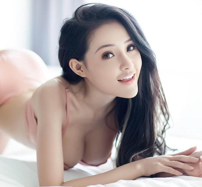 Sau khi ăn kiêng để eo bé 54cm, Ngân 98 được báo Trung gọi là nữ thần-3