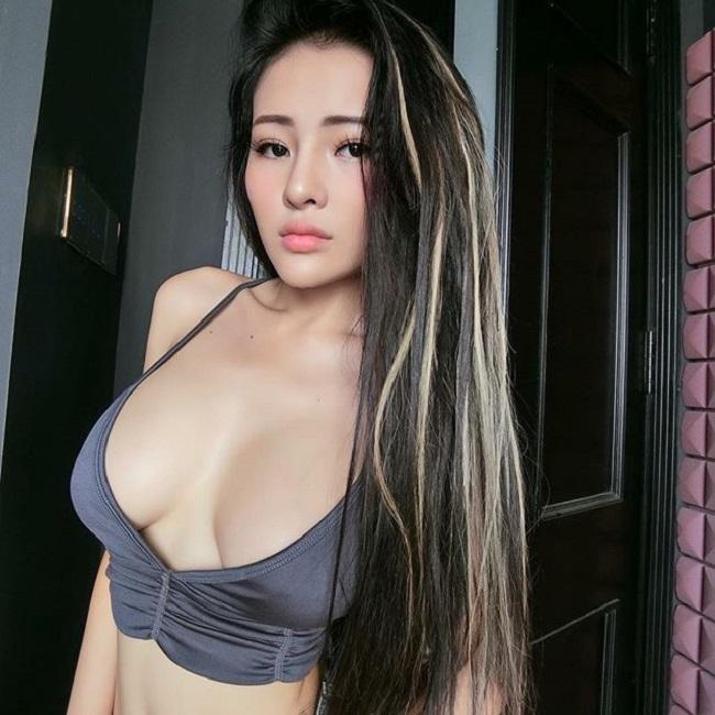 Sau khi ăn kiêng để eo bé 54cm, Ngân 98 được báo Trung gọi là nữ thần-5