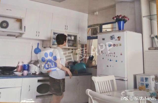 Truyền thông tiết lộ căn hộ nhỏ bé, đồ đạc bừa bộn của Lam Khiết Anh-1