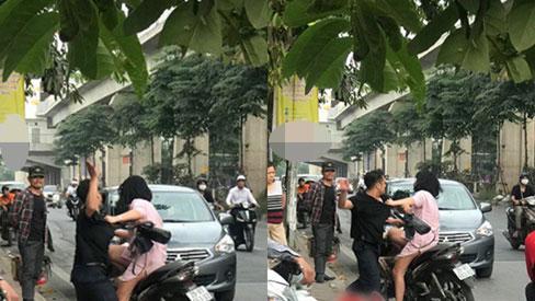 Dân mạng bức xúc trước cảnh nam thanh niên túm tóc đấm đá bạn gái túi bụi trên phố Hà Nội-2