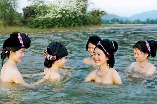Bí ẩn dòng suối khiến con gái Thanh Hóa xuống tắm tiên là có làn da trắng nõn-5