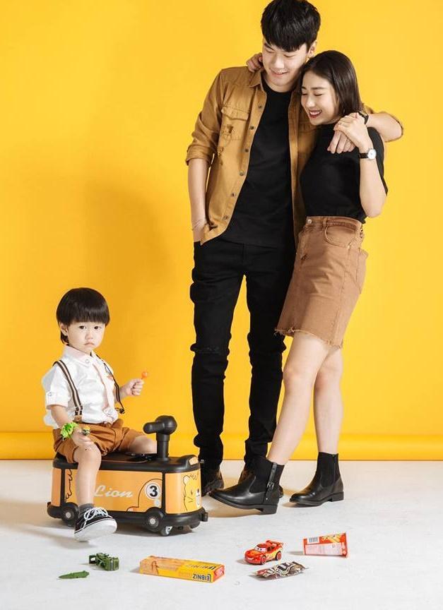 Trang Lou bị lép vế khi khoe ảnh em gái họ cùng chung chăn gối cả thời tuổi thơ-4