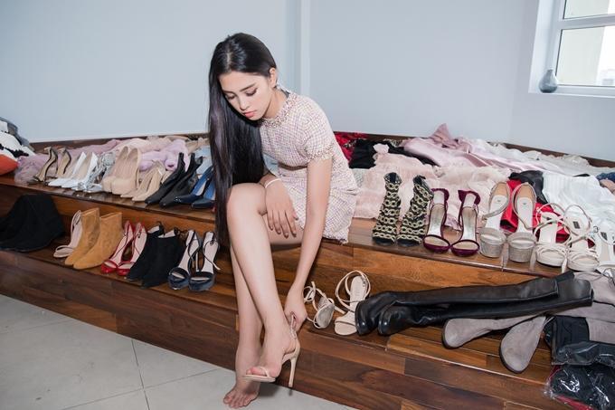 Choáng với số lượng giày và quần áo mà hoa hậu Tiểu Vy mang đi thi Miss World-1