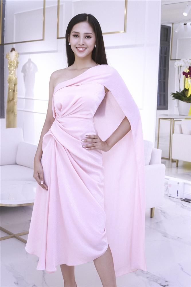Choáng với số lượng giày và quần áo mà hoa hậu Tiểu Vy mang đi thi Miss World-3
