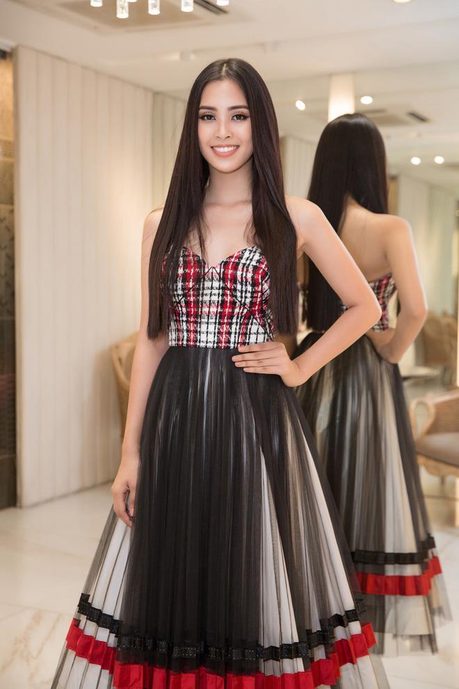 Choáng với số lượng giày và quần áo mà hoa hậu Tiểu Vy mang đi thi Miss World-5