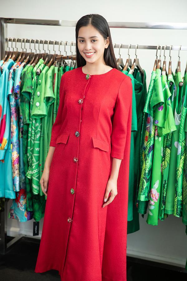Choáng với số lượng giày và quần áo mà hoa hậu Tiểu Vy mang đi thi Miss World-7