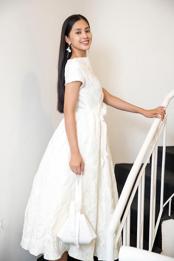 Choáng với số lượng giày và quần áo mà hoa hậu Tiểu Vy mang đi thi Miss World-8