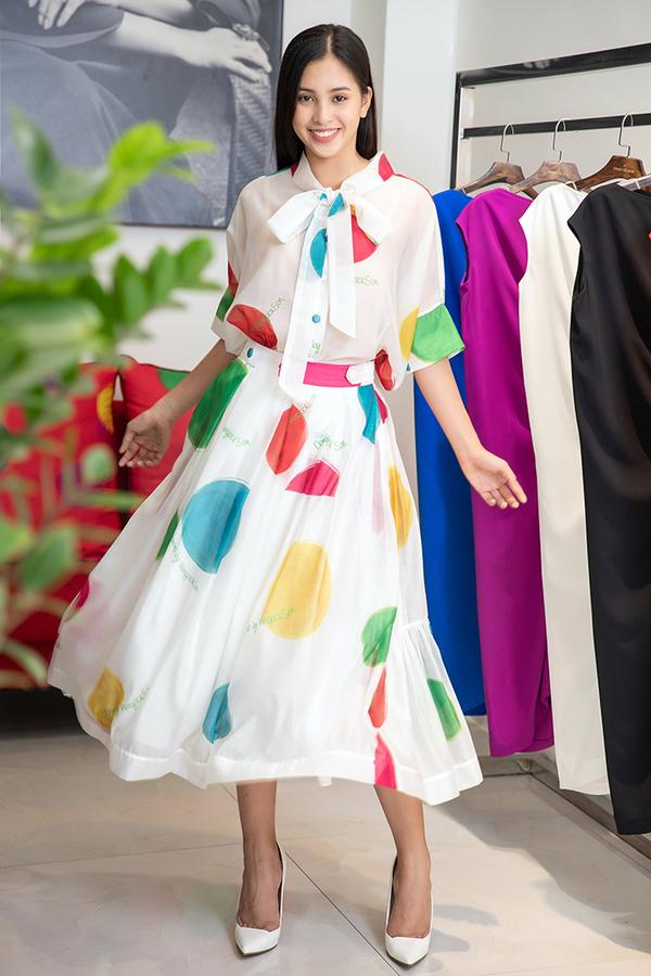 Choáng với số lượng giày và quần áo mà hoa hậu Tiểu Vy mang đi thi Miss World-10