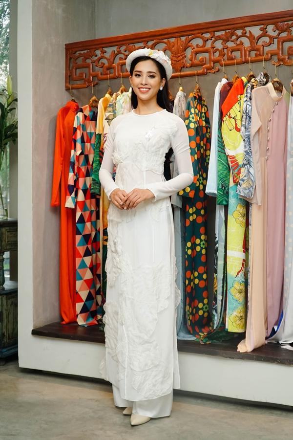 Choáng với số lượng giày và quần áo mà hoa hậu Tiểu Vy mang đi thi Miss World-11