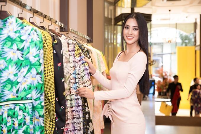Choáng với số lượng giày và quần áo mà hoa hậu Tiểu Vy mang đi thi Miss World-12