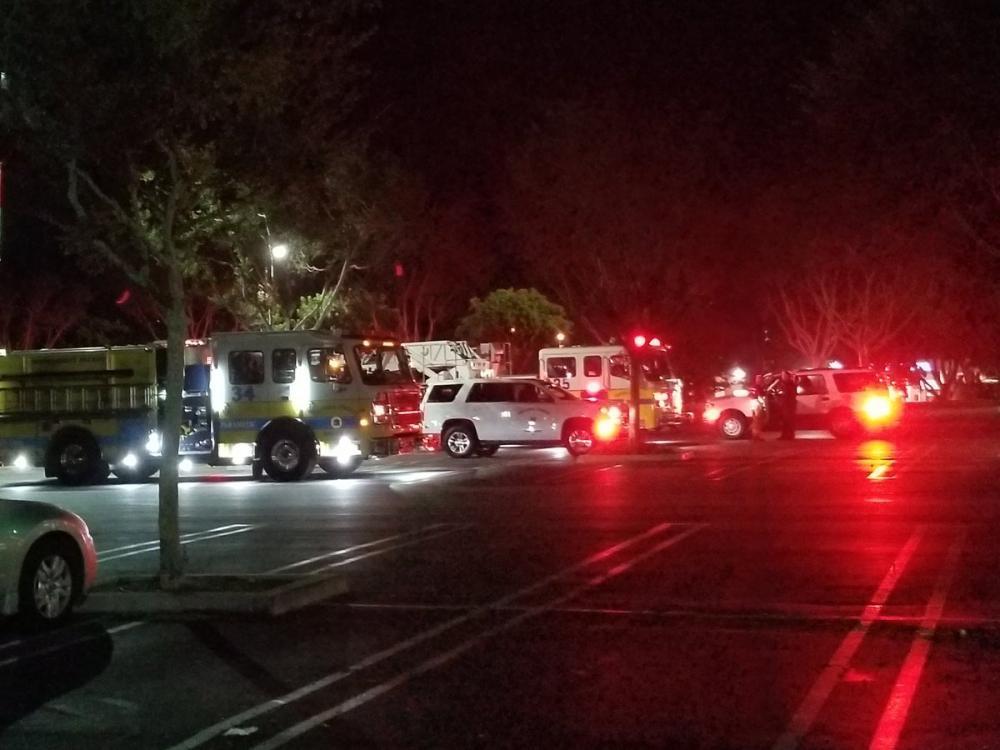Xả súng hàng loạt vào quán bar ở California, nhiều người bị thương-1