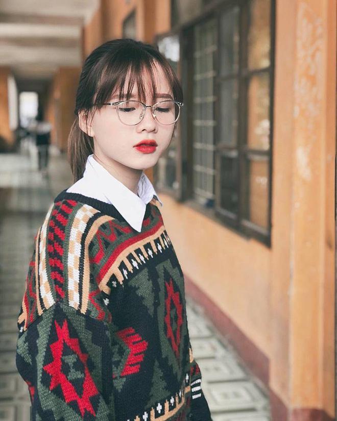Tìm ra cô bạn trong bức ảnh 'bóc phốt con gái' lúc đi học và khi lên đồ 'thả thính' đang gây sốt-2