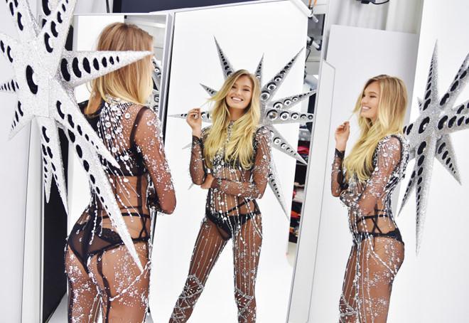 Victorias Secret Show: 100 đôi giày, cánh thiên thần nặng 12 kg-3