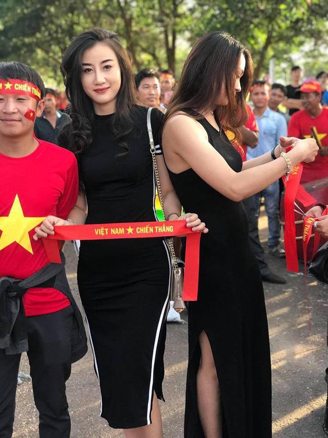 Tìm ra nữ cổ động viên HOT hơn cả chiến thắng 3 - 0 trong ngày đầu ra quân của đội tuyển Việt Nam tại AFF Cup 2018-1