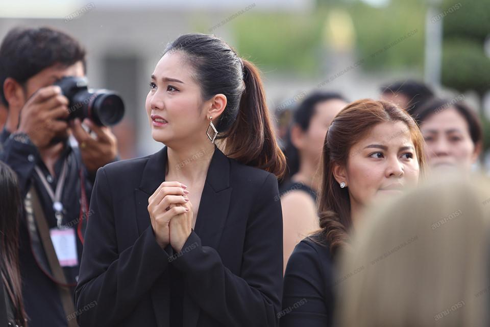 Gia đình, bạn bè khóc ngất trong lễ hỏa táng Á hậu Thái Lan Nursara Suknamai-8
