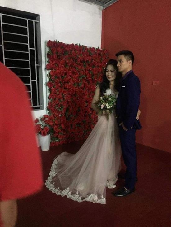 Hé lộ những hình ảnh xinh đẹp về cô gái được cho là vợ sắp cưới của Lệ Rơi-1