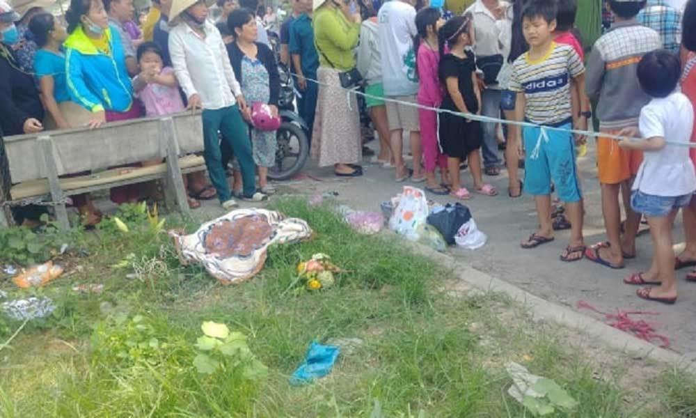 Điều tra vụ thi thể trẻ sơ sinh bị nhét giấy vào miệng vứt bên đường-1