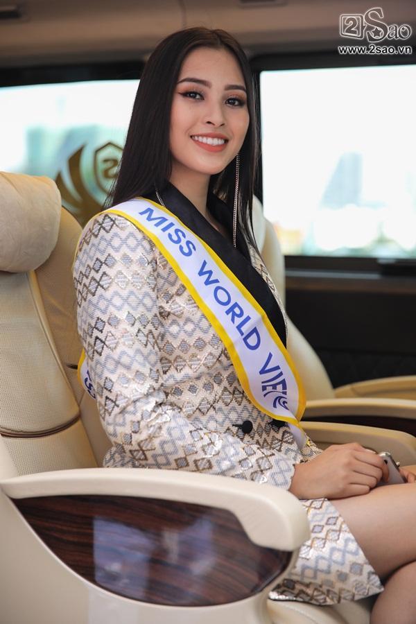 Trần Tiểu Vy xuất hiện xinh như hoa tại sân bay, chính thức lên đường chinh chiến Hoa hậu Thế Giới 2018-1