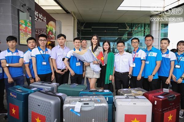 Trần Tiểu Vy xuất hiện xinh như hoa tại sân bay, chính thức lên đường chinh chiến Hoa hậu Thế Giới 2018-7