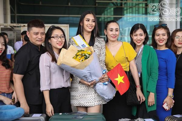 Trần Tiểu Vy xuất hiện xinh như hoa tại sân bay, chính thức lên đường chinh chiến Hoa hậu Thế Giới 2018-8