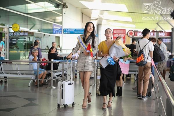 Trần Tiểu Vy xuất hiện xinh như hoa tại sân bay, chính thức lên đường chinh chiến Hoa hậu Thế Giới 2018-2