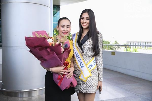 Trần Tiểu Vy xuất hiện xinh như hoa tại sân bay, chính thức lên đường chinh chiến Hoa hậu Thế Giới 2018-4