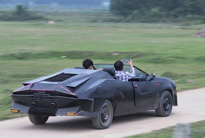 Hai thanh niên Hà Tĩnh gây sốt khi biến đống đồng nát thành siêu xe mui trần đẹp mê ly-3