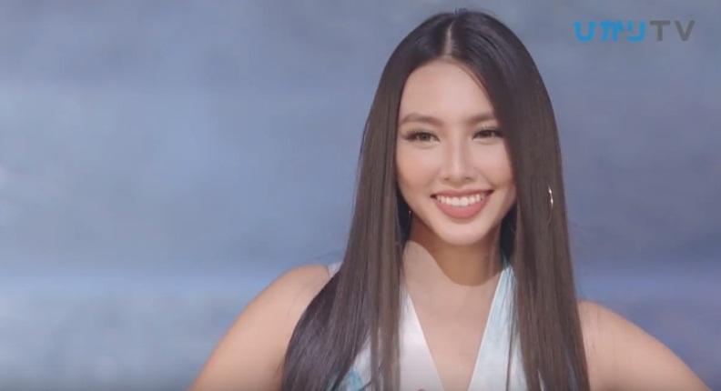 Đại diện Việt Nam Thùy Tiên suýt ngã khi trình diễn quốc phục, trượt top 15 người đẹp nhất Hoa hậu Quốc tế 2018-3