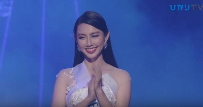 Đại diện Việt Nam Thùy Tiên suýt ngã khi trình diễn quốc phục, trượt top 15 người đẹp nhất Hoa hậu Quốc tế 2018-7