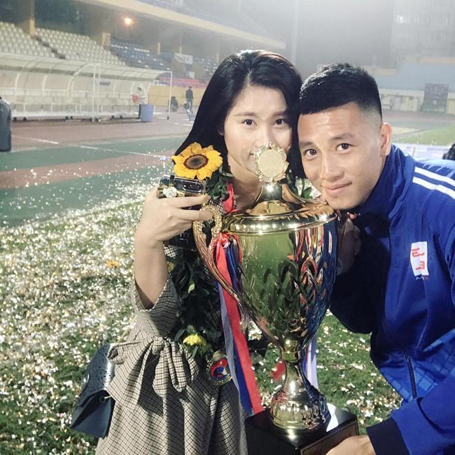 Bạn gái 9X xinh như hot girl, yêu 3 năm của cầu thủ Huy Hùng-6