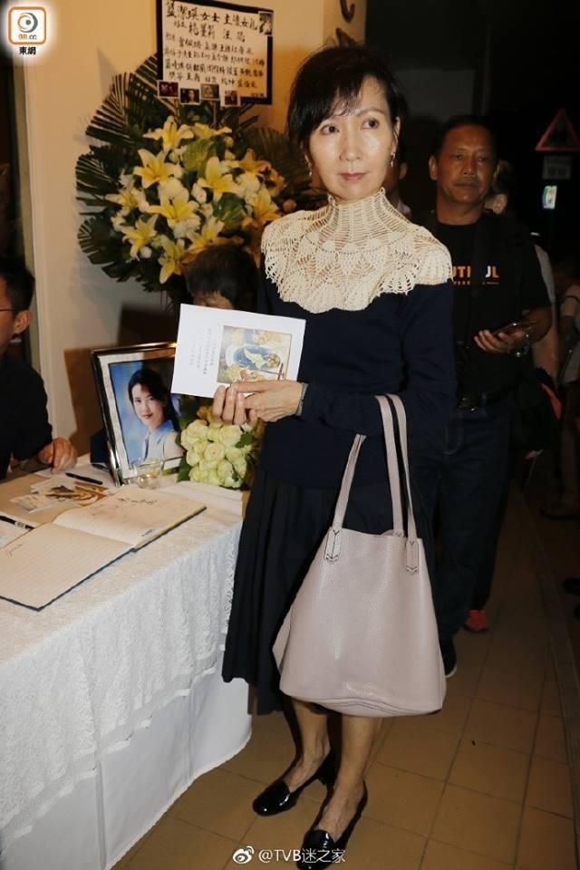 Dàn sao hạng A Hong Kong không kìm nổi sự đau xót khi đến viếng lễ tang ngọc nữ bạc mệnh Lam Khiết Anh-8
