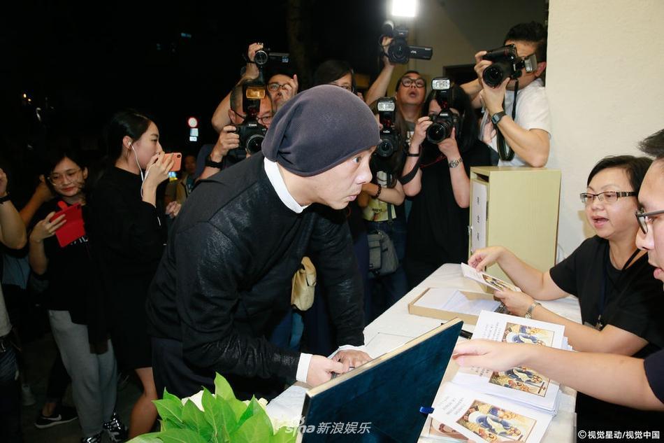 Dàn sao hạng A Hong Kong không kìm nổi sự đau xót khi đến viếng lễ tang ngọc nữ bạc mệnh Lam Khiết Anh-4