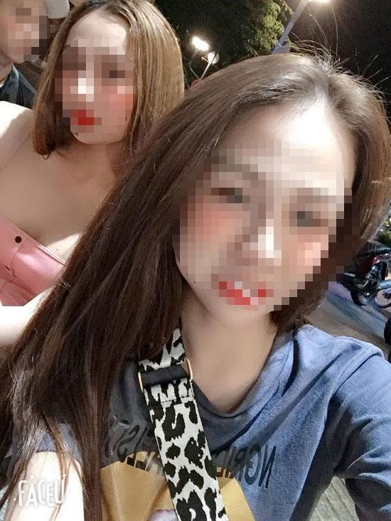 Dân mạng ráo riết truy tìm danh tính nữ sinh quay clip livestream lột đồ khoe ngực phản cảm trên xe taxi-4