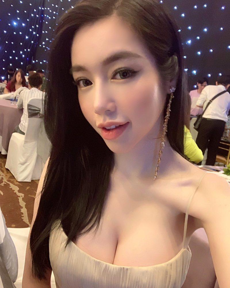 Elly Trần tung ảnh bikini khoe vóc dáng nuột nà Mãi mãi tuổi 30 đáp trả lời chê bai gầy trơ xương-3