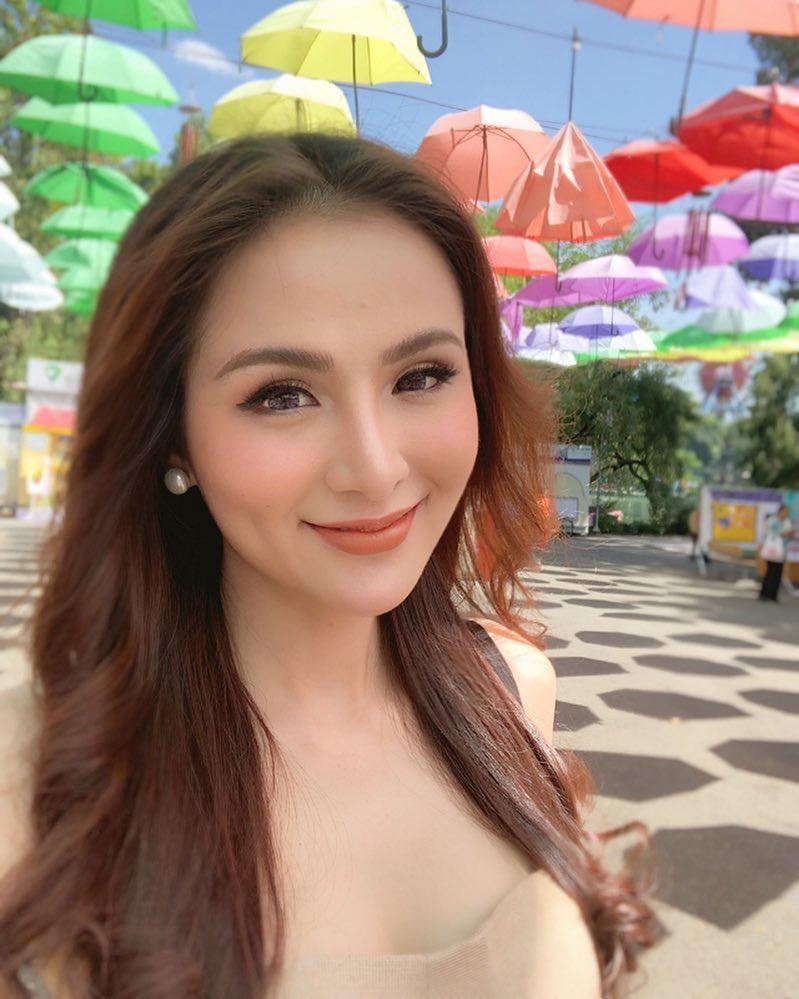 Hoa hậu Diễm Hương gây xôn xao với gương mặt bị nghiệp đoàn mạng nhận xét chẳng khác nào búp bê hư-1