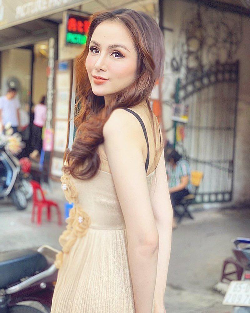 Hoa hậu Diễm Hương gây xôn xao với gương mặt bị nghiệp đoàn mạng nhận xét chẳng khác nào búp bê hư-2
