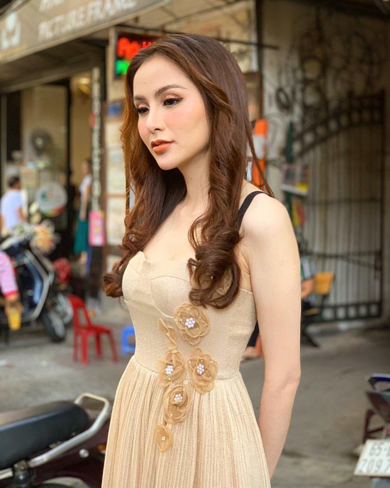 Hoa hậu Diễm Hương gây xôn xao với gương mặt bị nghiệp đoàn mạng nhận xét chẳng khác nào búp bê hư-3