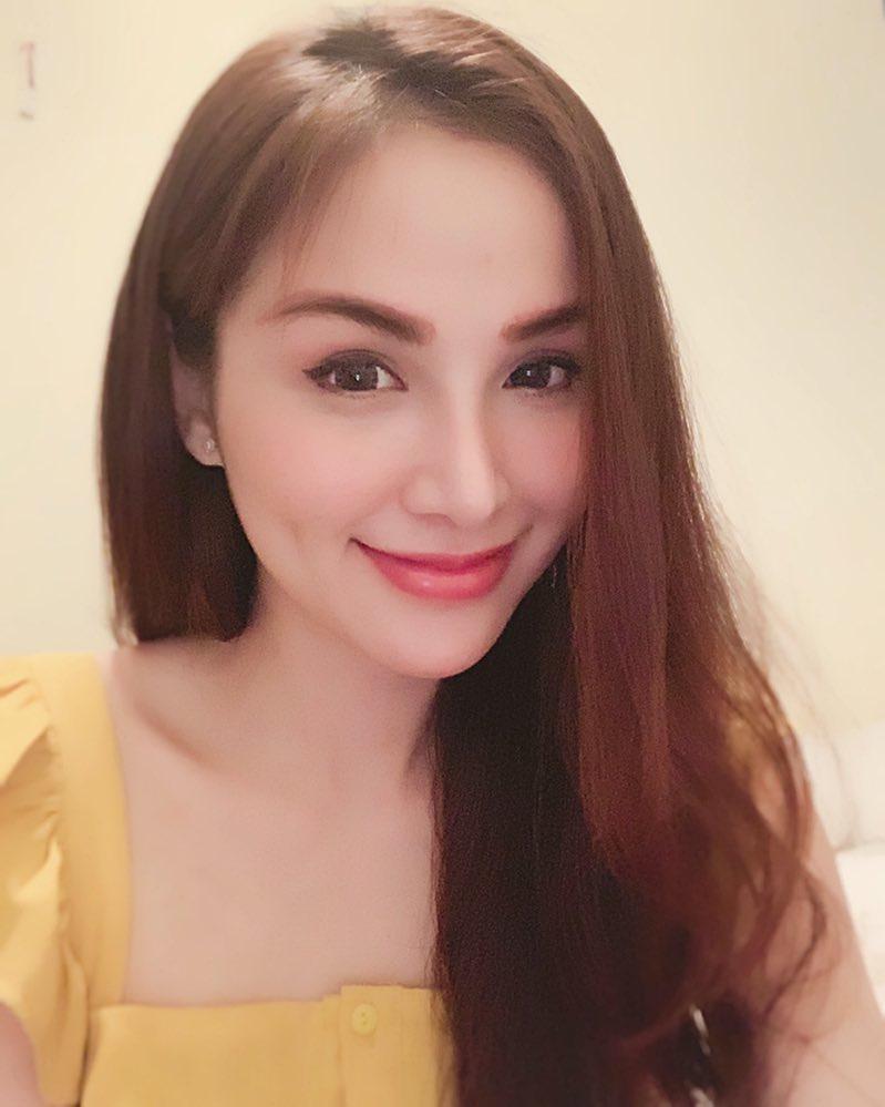 Hoa hậu Diễm Hương gây xôn xao với gương mặt bị nghiệp đoàn mạng nhận xét chẳng khác nào búp bê hư-16