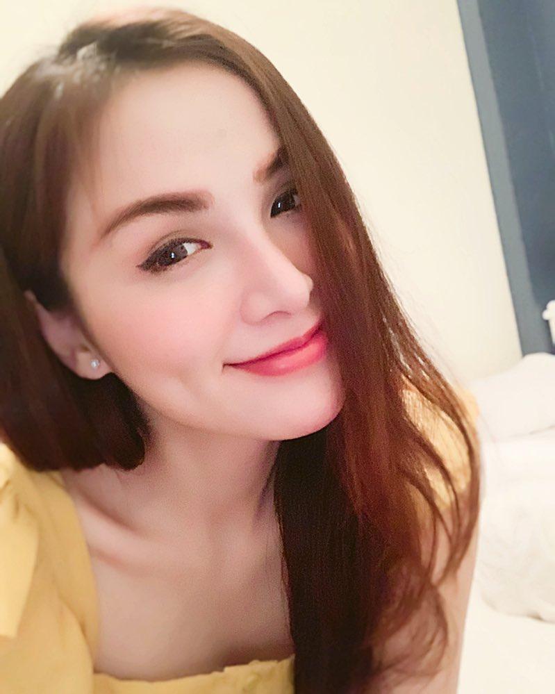 Hoa hậu Diễm Hương gây xôn xao với gương mặt bị nghiệp đoàn mạng nhận xét chẳng khác nào búp bê hư-17