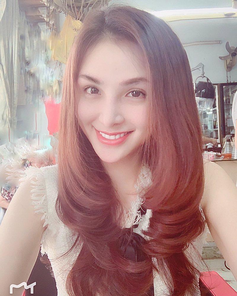 Hoa hậu Diễm Hương gây xôn xao với gương mặt bị nghiệp đoàn mạng nhận xét chẳng khác nào búp bê hư-15