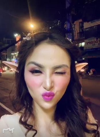 Hoa hậu Diễm Hương gây xôn xao với gương mặt bị nghiệp đoàn mạng nhận xét chẳng khác nào búp bê hư-9