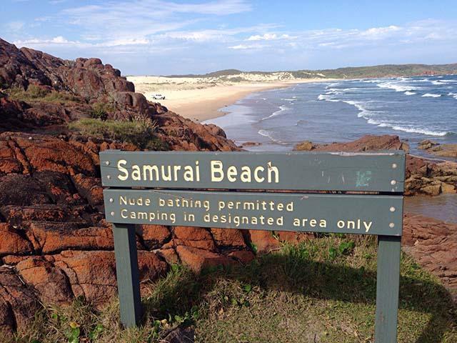Phải khỏa thân hoàn toàn mới có thể đặt chân tới những bãi biển kỳ lạ này-5