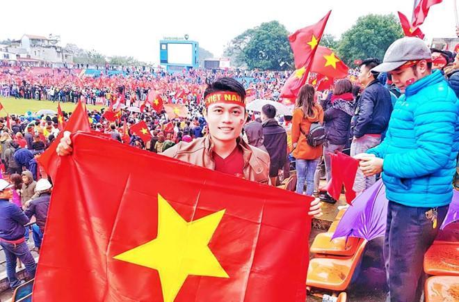 Thầy giáo Hải Phòng dùng tên Quang Hải, Tiến Dũng làm mã đề thi Vật lý-2