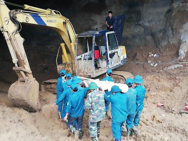 Hòa Bình: Tìm thấy một thi thể trong vụ sập hầm vàng-1