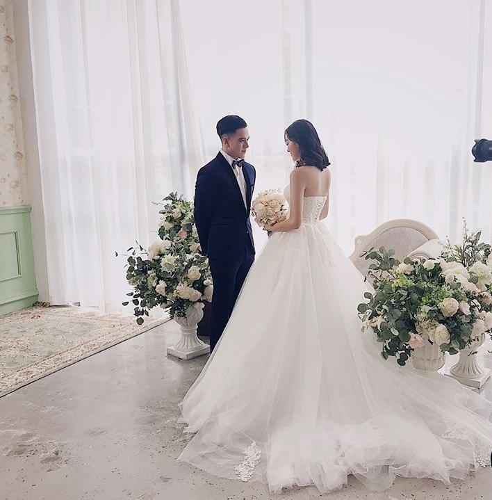 Bất ngờ trước nhan sắc và danh tiếng không thể đùa với cô dâu hờ của hotboy Minh Châu-1