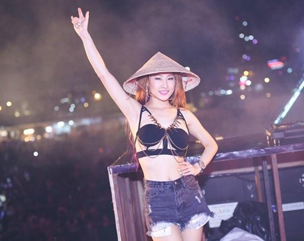 Mặc sexy cỡ này, liệu DJ Oxy có áp đảo phong cách DJ xứ Đài?-3