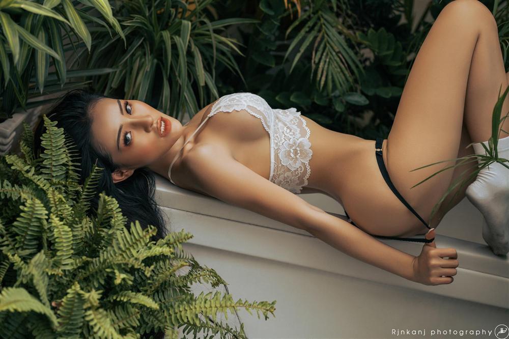 Mặc kệ thân hình xuống cấp, thánh nữ ngực đẹp Ngân 98 vẫn lọt vào chung kết hoa hậu-8
